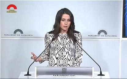 """Inés Arrimadas acusa a Artur Mas de """"insumiso y de generar una gran incertidumbre política y política"""""""