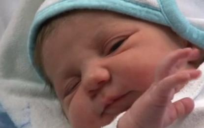 Noelia es el primer bebé español del año 2015, nacido cuando pasaban 32 segundos de esta medianoche