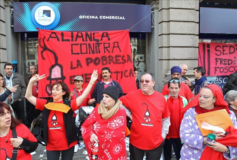 """APE asegura que """"320.000 hogares catalanes"""" padecen la pobreza energética y critica """"la ambigüedad"""" de Artur Mas"""