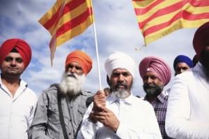 Inmigrantes sin y con papeles adoctrinados de ANC Badalona /foto vía catalana ANC Badalona