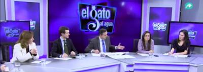 De Ida. a la Dcha. Carina Mejías de Ciudadanos (C's), Pablo Casado del (PP), Javier Algarra presentador de 'Gato Al Agua', y Ariadna Hernández de VOX.