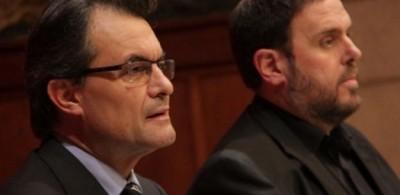 de la Izda. a la Dcha. Presidente separatista catalán, Artur Mas Gavarró, y su aliado de ERC, Oriol Junqueras Vies.