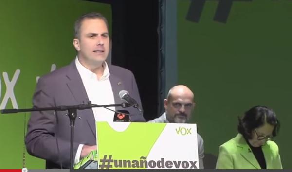 VOX lleva ante los tribunales a la presentadora de TV3 que quemó ayer la Constitución Española