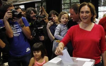 """Ada Colau se muestra convencida de que una participación """"masiva"""" en las urnas significará un """"cambio"""" en Barcelona"""