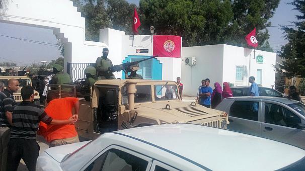 Un ataque en una zona turística de Túnez (Susa) acaba con al menos de 27 muertos,  en el hotel Marhaba