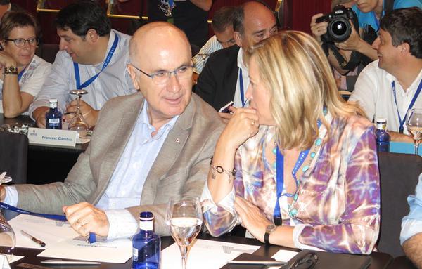 (Isd. Dcha.) Josep A. Duran Lleida y la exvicepresidenta del gobierno de Artur Mas (dimitida) Joana Ortega / foto UDC