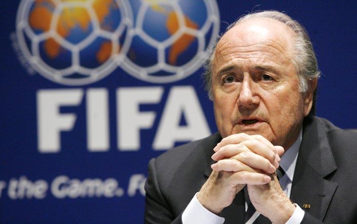 El presidente de la FIFA,  Joseph Blatter, anuncia su dimisión como presidente de la FIFA