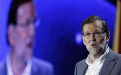 """Rajoy, del partido de cajas B, advierte de que está en juego que """"la tarea continúe o se pierda todo"""" lo conquistado"""
