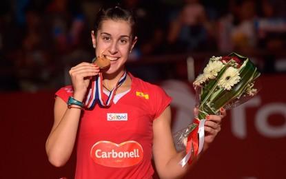 Vídeo: No sonó el himno oficial de España, sonó el de Pemán; Carolina Marín con su oro sonriendo
