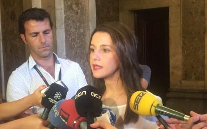 """Arrimadas: """"No quiero que ningún catalán pierda el pasaporte por la locura"""""""