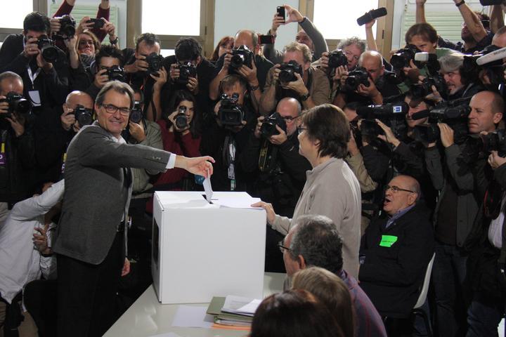 Diario separatista: 41,9% de catalanes votaría 'SÍ' frente a 37,8% 'NO' y 44% pide prohibir el 1-O