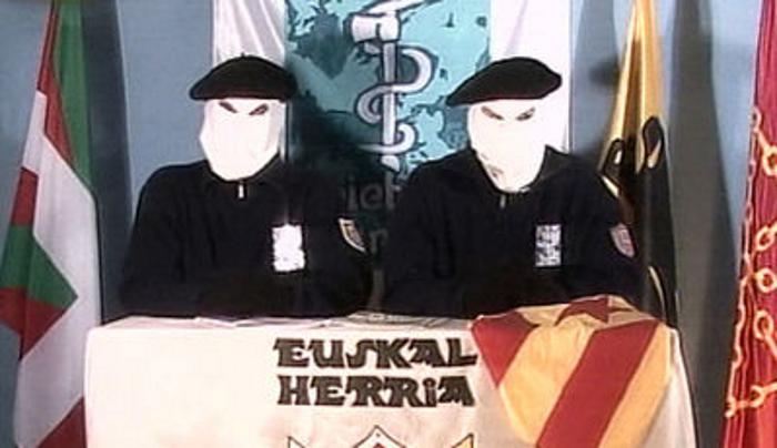 """Vuelven terroristas de ETA y dicen que """"Continúan con el proceso de sellado e inventariado de armas"""""""