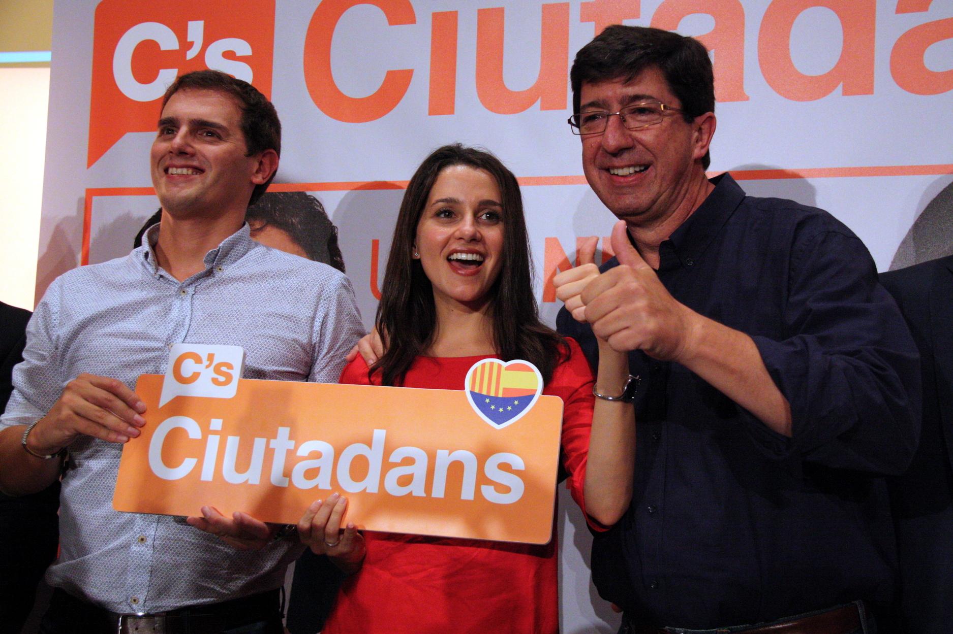 El PSOE y C's cierran un acuerdo Gobierno de España que Podemos ve abocado al fracaso
