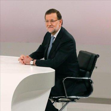 Rajoy acusa a Sánchez de intentar pintar una España tenebrosa que no es real