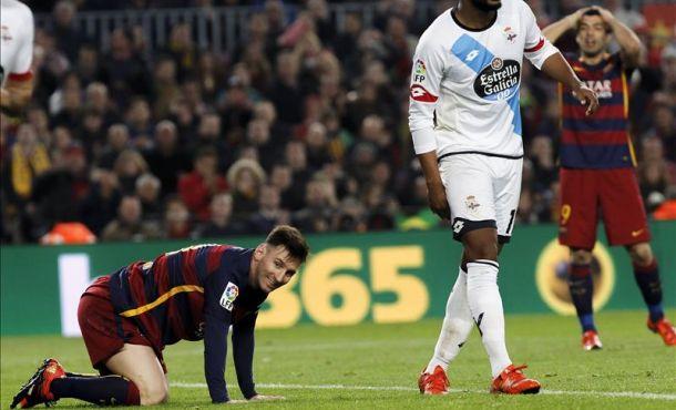 El delantero argentino del FC Barcelona Leo Messi se lamenta de una ocasión perdida durante el encuentro ante el RC Deportivo de La Coruña
