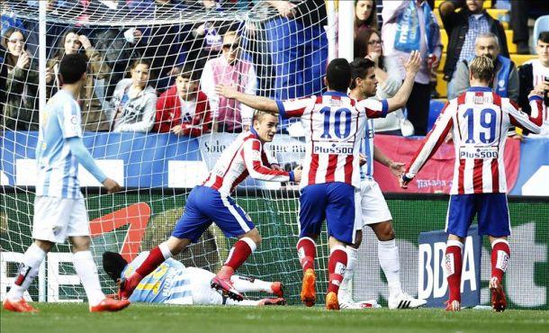 El Atlético de Madrid apunta al liderato de la Liga española en Málaga