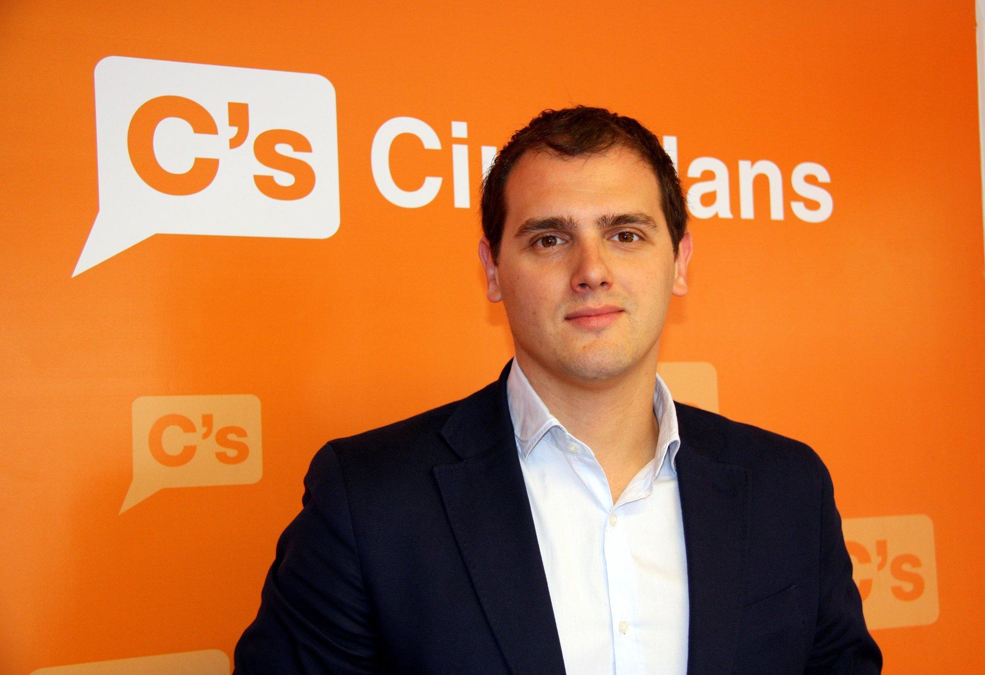 Rivera plantea abstenerse para investir a Rajoy y evitar el referéndum en Cataluña de Podemos