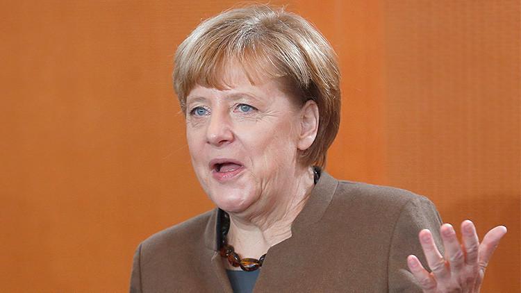 Video: Merkel se queda estupefacta cuando Rajoy le dice que Podemos será segunda fuerza