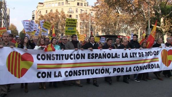 """Miles de catalanes se declaran """"resistentes contra la sedición"""" a gritos de """"¡viva España!"""""""