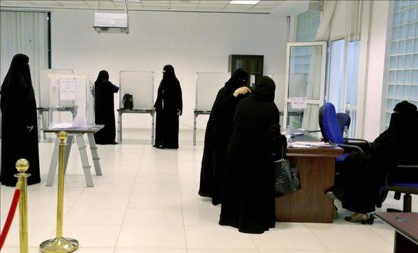 Al menos 13 mujeres islamistas elegidas para los consejos municipales en Arabia Saudita