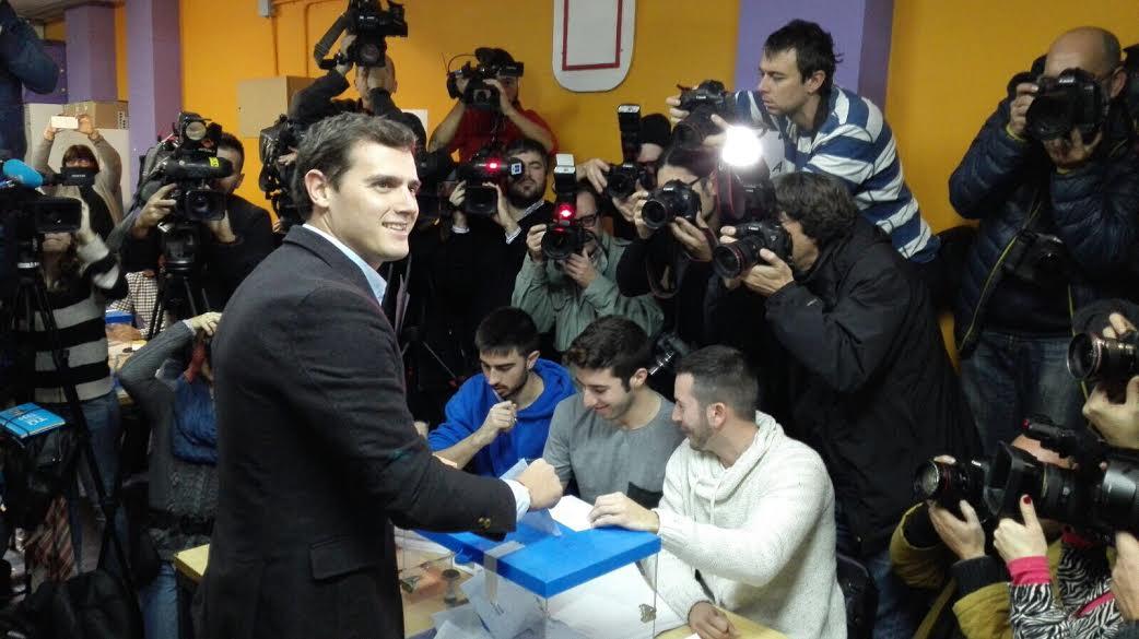 Albert Rivera ha votado en el Colegio Santa  Marta de Hospitalet de Llobregat de Barcelona