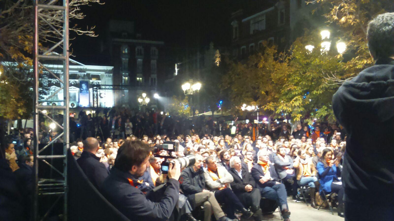 simpatizantes de Ciudadanos durante el acto de cierre de campaña de la formación hoy en Madrid. Lasvocesdelpueblo.