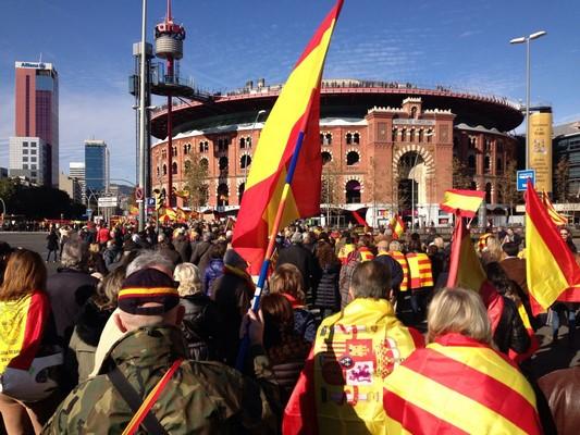 """Las redes sociales se movilizan para rechazar """"la provocación"""" de Puigdemont domingo 21/2/2016"""