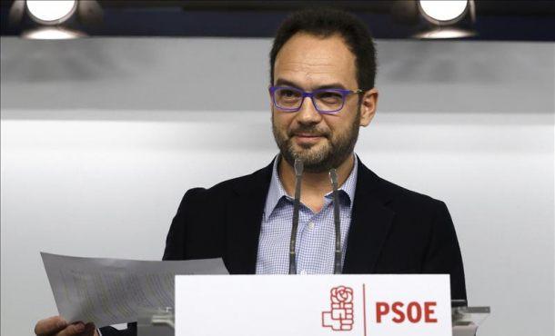 """PSOE: """"Hoy la gran esperanza de Mariano Rajoy se llama Pablo Iglesias"""""""