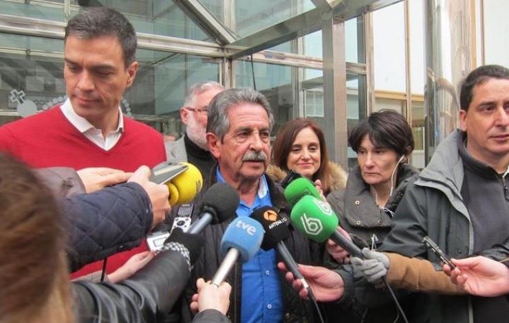 """Pedro Sánchez: """"Rajoy es el 'Red Bull'-cerveza- de los independentistas porque les da alas"""""""