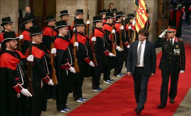 Carles Puigdemont toma posesión sin prometer guardar la Constitución y sin jurar lealtad al Rey