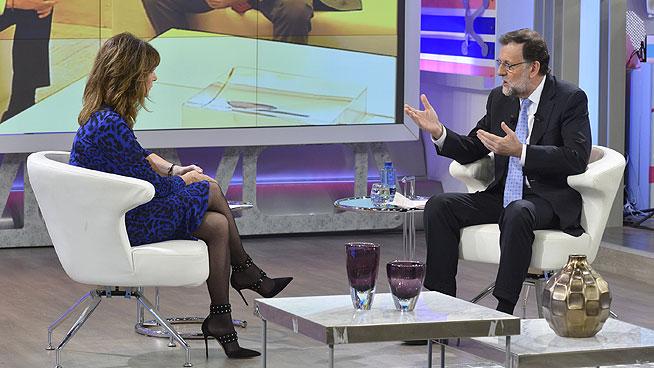 Fotografía facilitada por Mediaset del presidente del Gobierno en funciones, Mariano Rajoy, entrevistado por Ana Rosa Quintana en el programa que conduce en Telecinco. Lasvocesdelpueblo