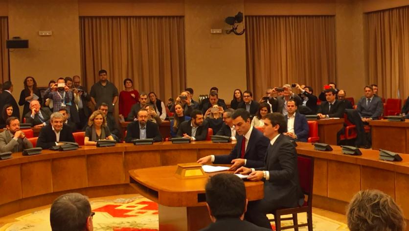PSOE y C's han firmado hoy en el Congreso su acuerdo para el pacto de investidura de Sánchez