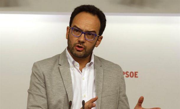 """El PSOE ve """"mimbres"""" en un acuerdo con Podemos si no se empeña en imponer sus vetos"""