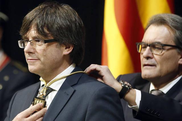 El Tribunal Constitucional suspende la consejería de Exteriores separatista catalana de Puigdemont