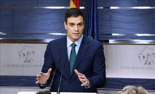Sánchez se reúne hoy en el Congreso con portavoces de ERC y CDC: No quiere su apoyo