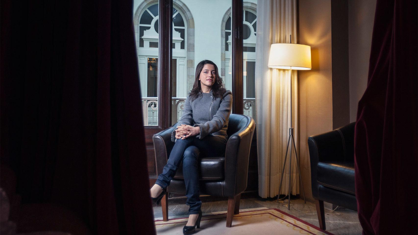 """Arrimadas: El Gobierno de Puigdemont """"ha perdido un tornillo"""" y promete """"el castellano"""" en TV3"""
