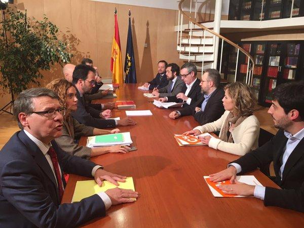 """PSOE y C's apuñalan un acuerdo total para """"lunes o martes"""" con rechazo al referéndum separatista"""