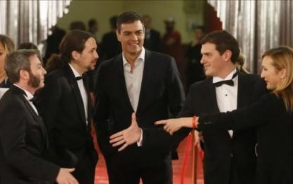 Albert Rivera, Pablo Iglesias, de esmoquin, y Sánchez sin corbata, en la gala de los Goya 2016