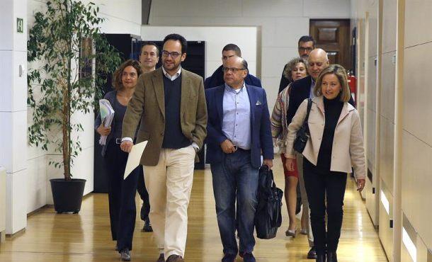 Coalición Canaria cierra un acuerdo satisfactorio con el PSOE para la investidura de Sánchez