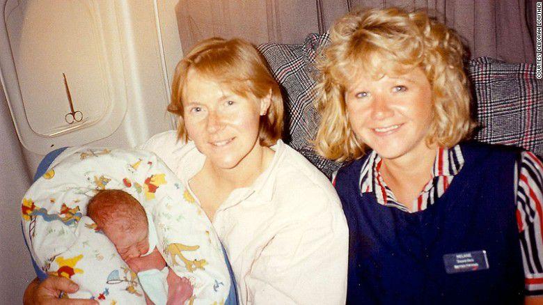 ¿Qué pasa cuando un bebé nace en un avión en pleno vuelo?