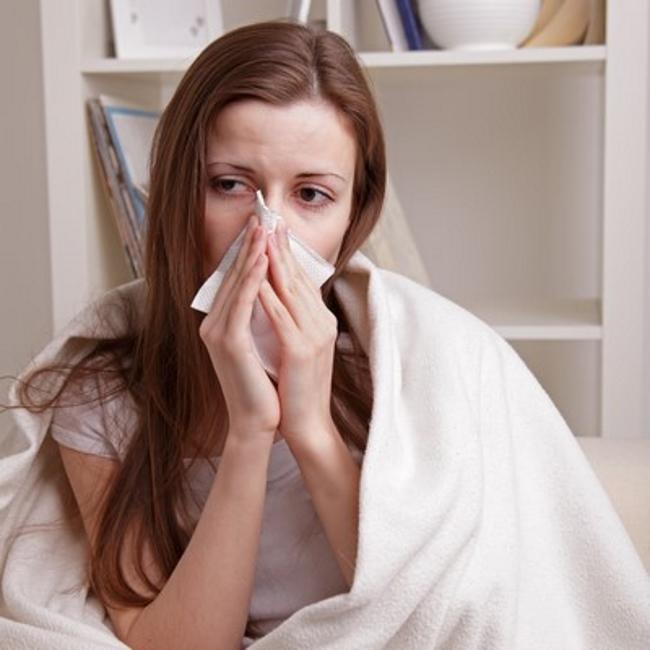 Pautas contra la gripe: Lavarse las manos con frecuencia, evitar los besos y contacto muy cercano