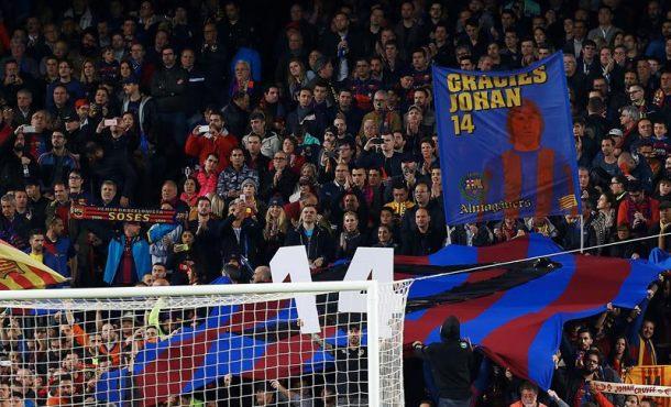 El Campo Nuevo rinde tributo a Johan Cruyff en el minuto 14 del clásico entre Barsa y Madrid