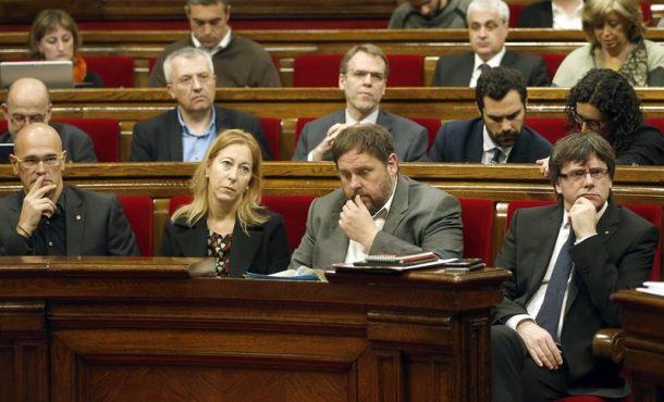 """El Parlamento catalán reconoce ante Puigdemont que el separatismo """"es racista"""""""