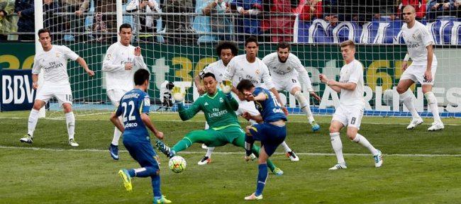 Real Madrid mete presión a la Liga aposentado en la segunda plaza y solo con un punto del Barsa