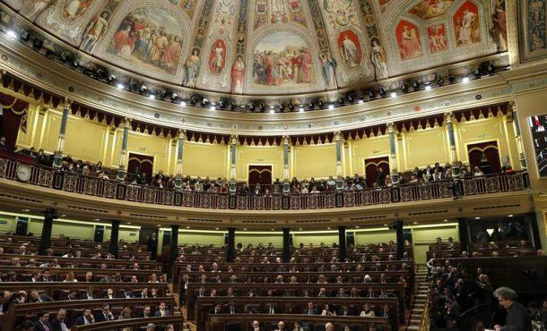 El Congreso celebra un insólito Pleno y los políticos tienen la mirada en otro espectáculo de 26J