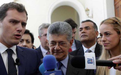 """Rivera, desde Venezuela, afirma que el país vive una """"crisis humanitaria sin precedentes"""""""