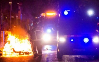 2 policías y 4 extremistas heridos en la tercera noche de batalla callejera en Barcelona