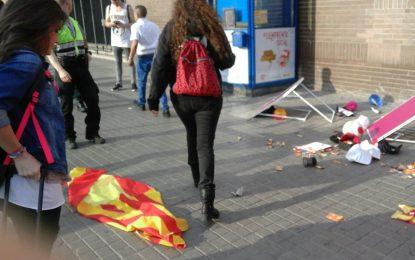 Policía investiga la brutal agresión de 2 catalanas y bajo presión, Ada Colau ha condenado la agresión