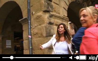 """(Vídeo) La presidenta del PP Catalán expulsada del mercado de Vich a gritos de """"fuera, fuera de aquí"""""""