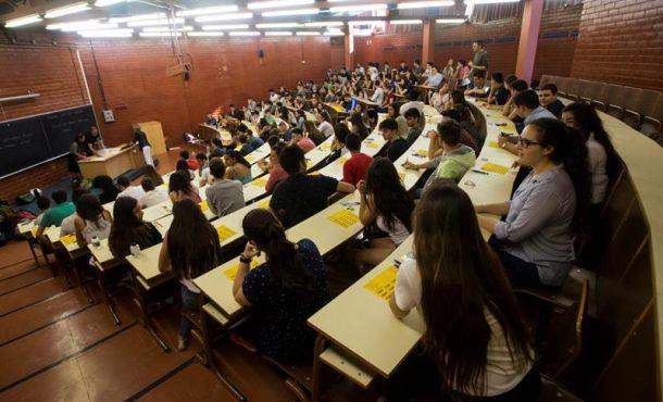 """Estudiantes y profesores separatistas firman """"Manifiesto Universidades Por República"""" Catalana"""